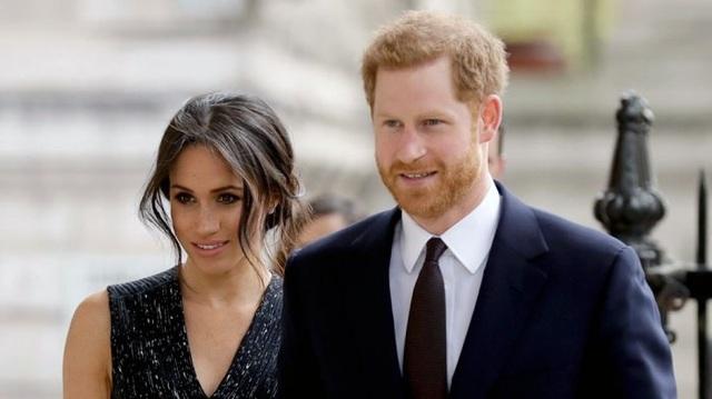 Hoàng tử Harry và hôn thê Markle (Ảnh: Sun)