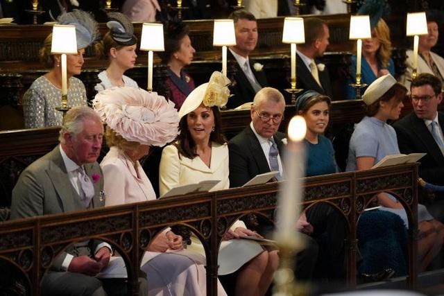 Các thành viên Hoàng gia Anh có mặt ở lễ đường ngay trước lễ cưới.