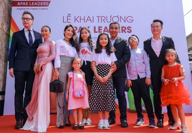 Các nghệ sỹ Quyền Linh, Đoan Trang, Hoàng Bách cho con học tại Apax Leaders