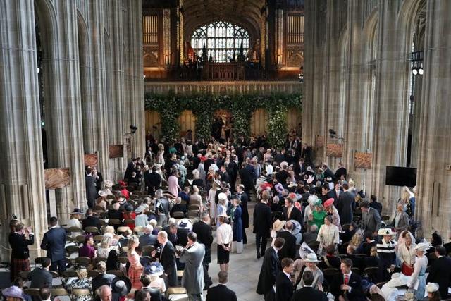 Cặp đôi đã mời hơn 2.600 dân thường tham dự lễ cưới tại lâu đài Windsor.
