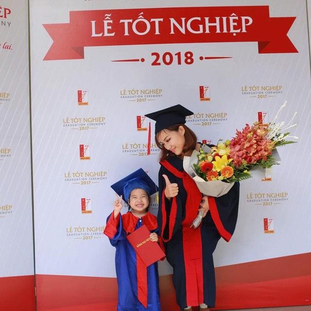 Trà My cùng con gái hạnh phúc trong ngày nhận bằng tốt nghiệp