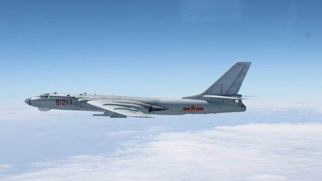 Máy bay ném bom H-6 của Trung Quốc (Ảnh: Reuters)
