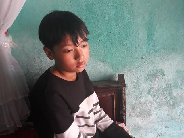 Cậu con trai duy nhất của anh Truyền thì bị ngẩn ngơ sau những biến cố của gia đình.