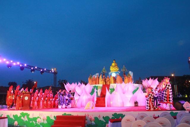 Những tiết mục ca múa nhạc cùng nghi lễ cầu quốc thái dân an được diễn ra trong không khí trang nghiêm, thanh tịnh
