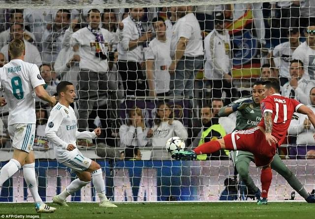 James Rodriguez gỡ hòa 2-2, nhưng Bayern Munich không tìm được bàn thứ ba để giành vé vào chung kết