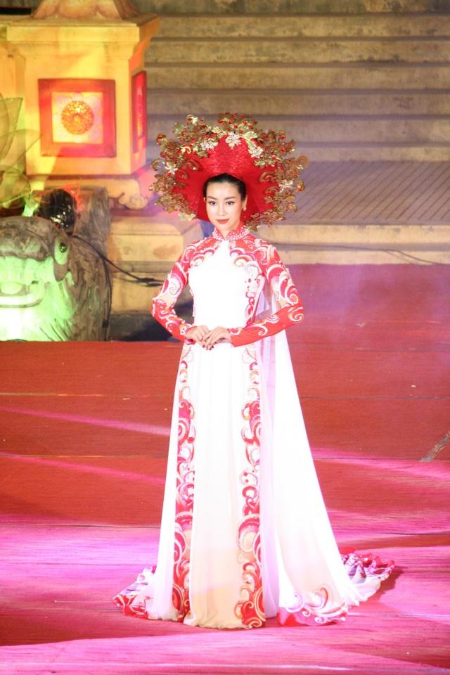Sự xuất hiện của Hoa hậu Việt Nam 2016 Đỗ Mỹ Linh