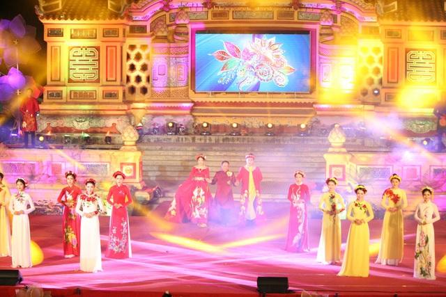 Các mẫu áo dài của NTK Nguyễn Tuấn
