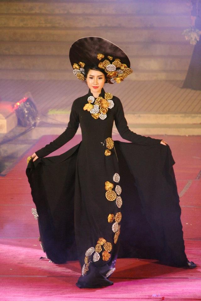"""Hoa hậu Đỗ Mỹ Linh cùng dàn người đẹp bừng sáng trong đêm áo dài """"Huế Vàng Son"""" - 21"""