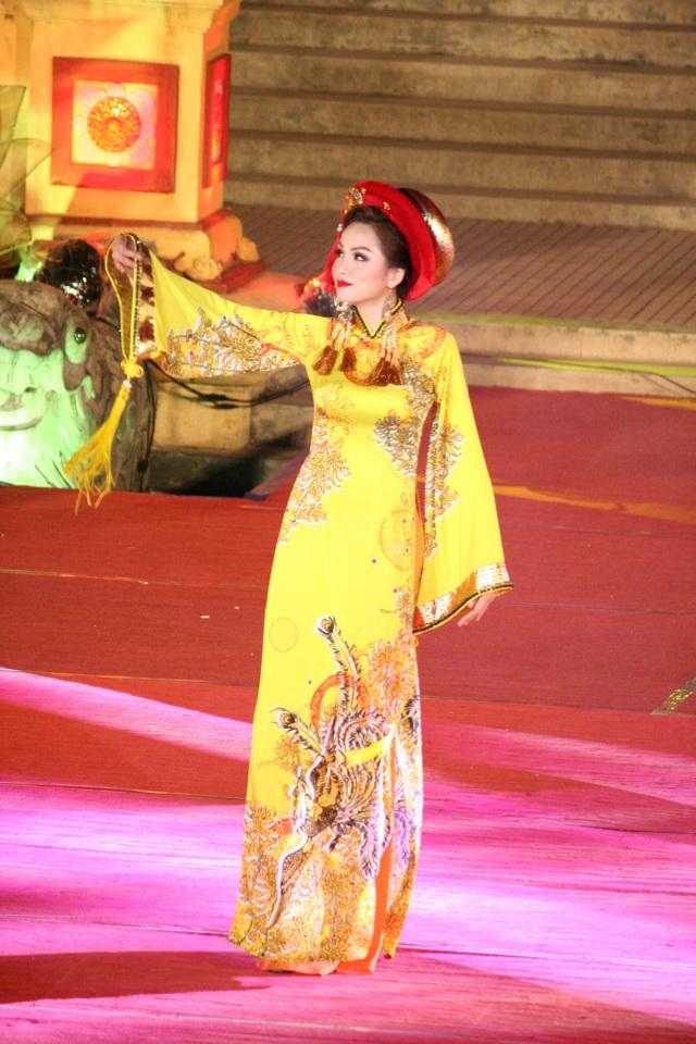 NTK Việt Hùng với bộ sưu tập mang tên Huế Vàng Son