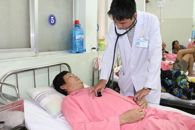 Bác sĩ cho biết, chi phí cho việc điều trị rất tốn kém nhưng người bệnh không có bảo hiểm y tế