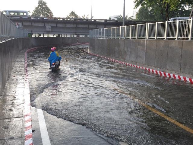Hầm chui mới đưa vào sử dụng được hơn 10 ngày đã xảy ra ngập nước