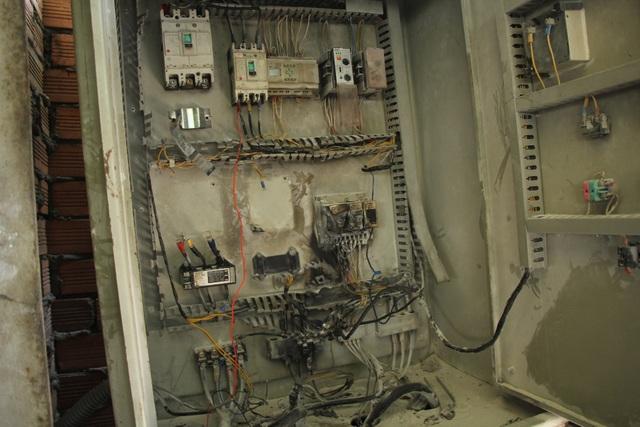 Hệ thống điện bị hư hỏng khiến máy bơm không thể vận hành gây ngập hầm.