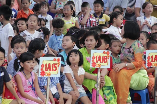 Học sinh vào lớp 1 của Trường tiểu hoc Đoàn Thị Điểm, Hà Nội.