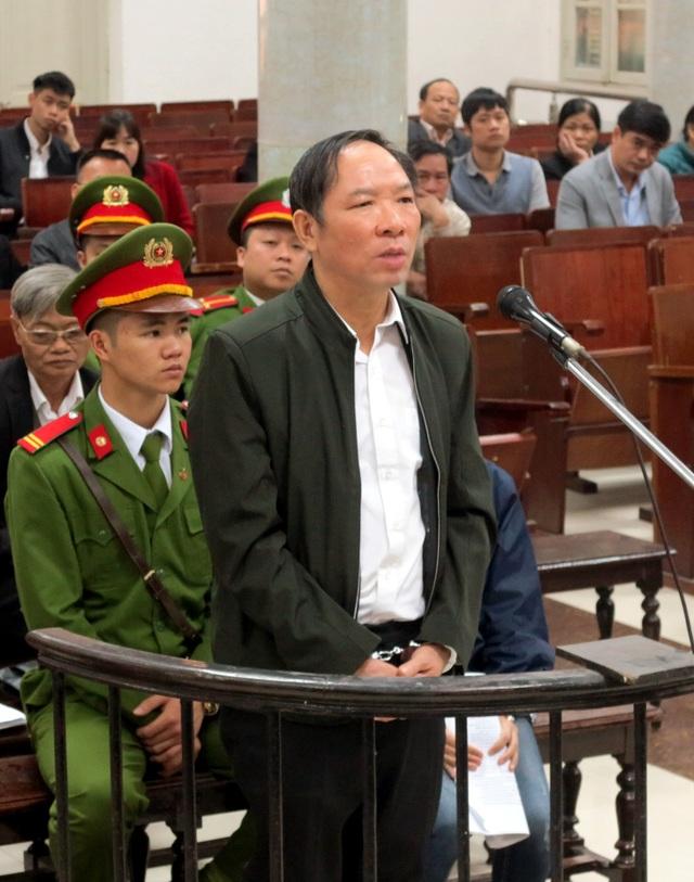 Bị cáo Nguyệt trả lời HĐXX tại phiên xử tháng 12/2017.