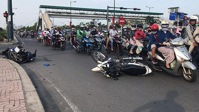 Vụ tai nạn trên đường Phạm Văn Đồng (TP.HCM) khiến ba người nhập viện ngày 1-5. Ảnh: H.TÂM
