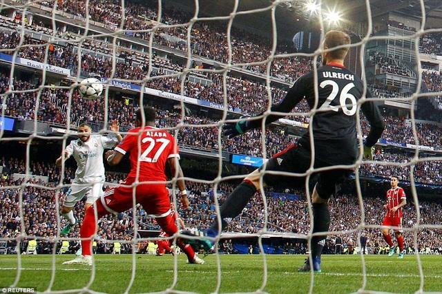 Thủ thành Ulreich đã nhận 4 bàn thua sau hai trận đấu với Real Madrid