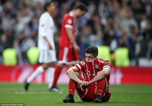 Lewandowski cũng bỏ lỡ hai cơ hội ghi bàn ở trận đấu này