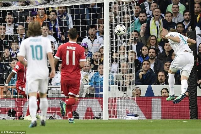 Tình huống Benzema đánh đầu gỡ hòa 1-1 cho Real Madrid ở phút 11