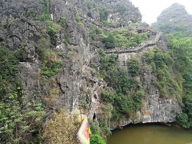 Đến 31/5, công trình khủng xâm hại di sản Tràng An vẫn chưa được phá bỏ hoàn toàn.