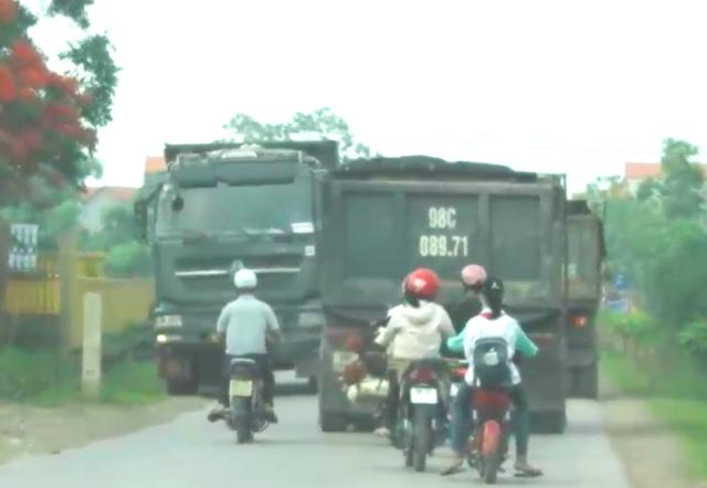 Bắc Giang: Đoàn xe cơi nới thùng rầm rập chạy qua mặt cảnh sát giao thông? - 7