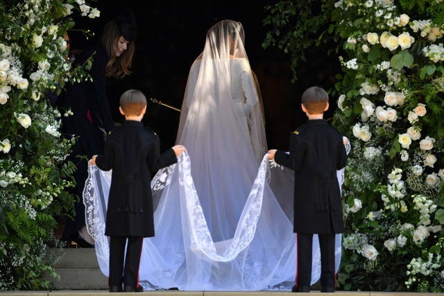 Hiện chưa rõ giá của chiếc váy cưới, nhưng giới chuyên gia cho rằng, chiếc váy chắn chắn sẽ rẻ hơn so với bộ váy cưới trong đám cưới thế kỷ của Công nương Kate Middleton và Hoàng tử William năm 2011.  (Ảnh: Reuters)