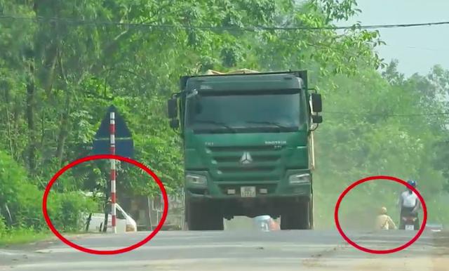 Xe trọng tải lớn qua các chốt CSGT huyện Tân Yên trở thành nỗi kinh hoàng của người dân.