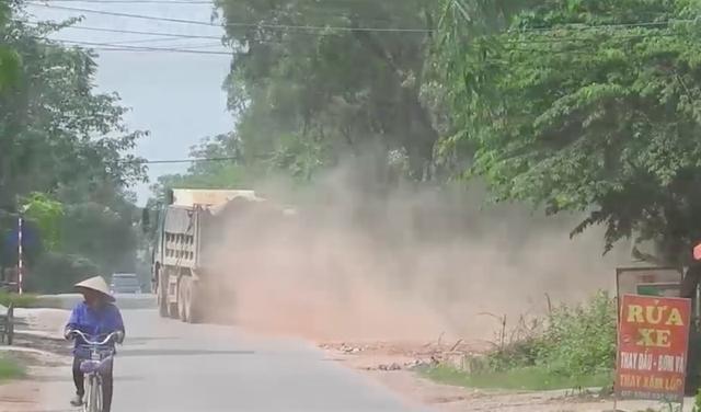Bắc Giang: Đoàn xe cơi nới thùng rầm rập chạy qua mặt cảnh sát giao thông? - 3