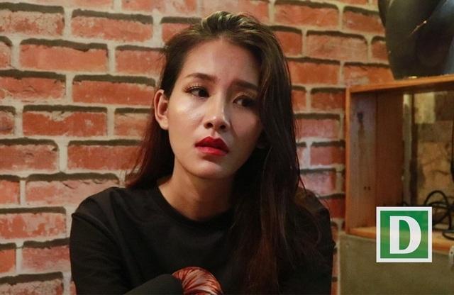 Kim Phượng đang rơi vào trạng thái stress vì sau khi lên tiếng tố cáo bị họa sĩ N.L hiếp dâm thì cuộc sống của cô cũng bị xáo trộn và hoàn toàn rơi vào bế tắc