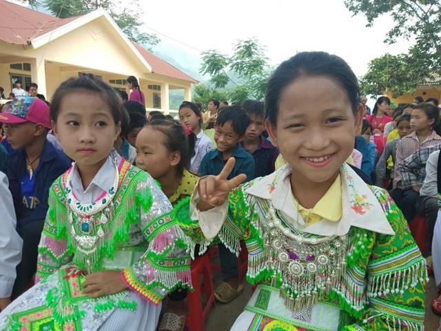 Niềm vui của các em học sinh Trường tiểu học và Trường mầm non Nà Kiềng nhân dịp khánh thành công trình phòng học và nhà công vụ Dân trí