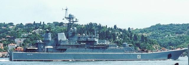 Tàu Hải quân Nga bị nghi chở vũ khí tới cảng Tartus của Syria hôm 20/5 (Ảnh: Almasdar News)