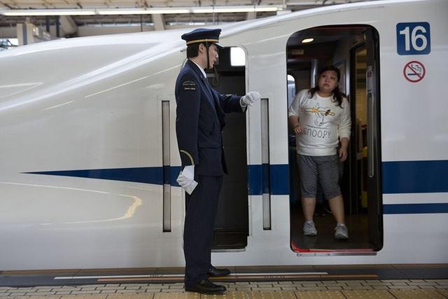 Công ty đường sắt Nhật xin lỗi vì... tàu khởi hành sớm 25 giây - 1