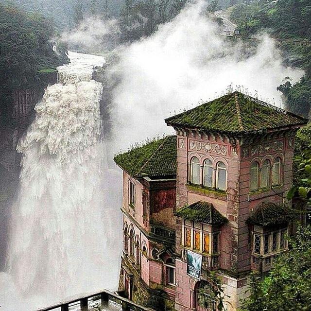 Khách sạn bỏ hoang Del Salto nằm cạnh thác nước tuyệt đẹp ở San Antonio del Tequendama, Colombia.