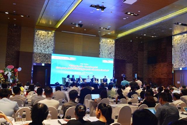Hàng trăm chuyên gia và đại diện các doanh nghiệp có mặt tại hội thảo.