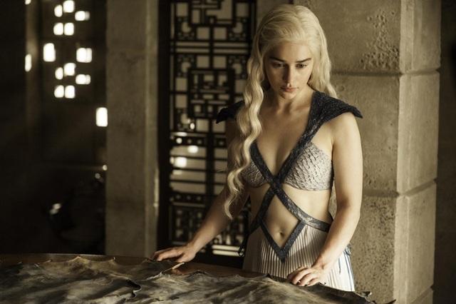 Tạo hình của nữ diễn viên người Anh Emilia Clarke (31 tuổi) trong vai Daenerys Targaryen