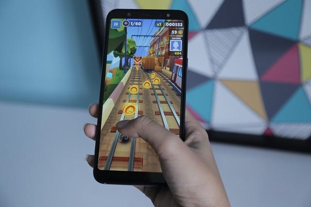 """Đánh giá Galaxy A6+ - smartphone """"cam kép"""" mới nhất của Samsung - 4"""