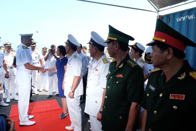 Lễ đón đoàn được tổ chức trọng thể tại cảng Tiên Sa
