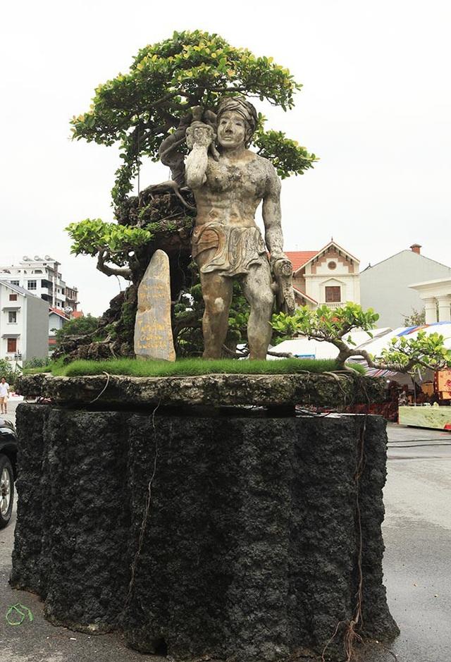 """Xuất hiện tại Triển lãm Sinh vật cảnh tỉnh Hải Dương, tác phẩm """"Thạch Sanh"""" gây ngạc nhiên với nhiều du khách, giới chơi cây không chỉ bởi tính nghệ thuật mà còn bởi ý nghĩa của tác phẩm."""