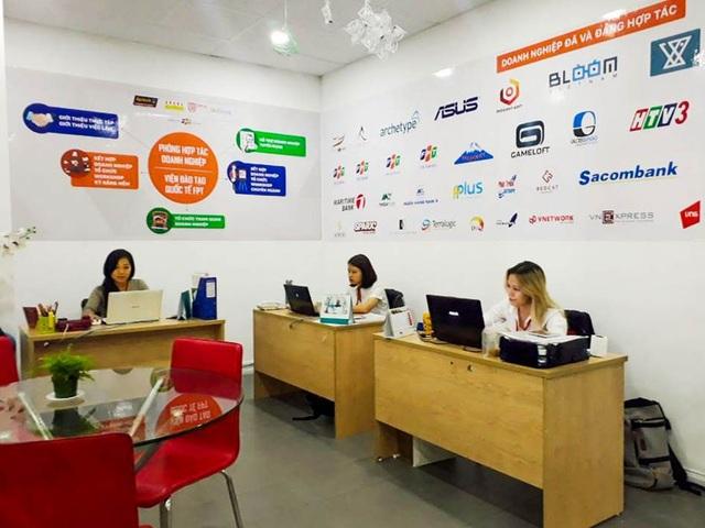 Phòng Hợp tác Doanh nghiệp của Viện Đào tạo Quốc tế FPT giúp giới thiệu việc làm cho sinh viên.