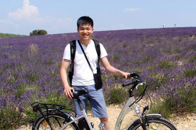 Lý Tùng Nam - cựu sinh viên Công nghệ thông tin tại ĐH Greenwich (Việt Nam), với tấm bằng cử nhân, Tùng Nam tiếp tục học cao học và tốt nghiệp tiến sĩ CNTT ở tuổi 26. Hiện đang sinh sống và làm việc tại tập đoàn ASML - Hà Lan.