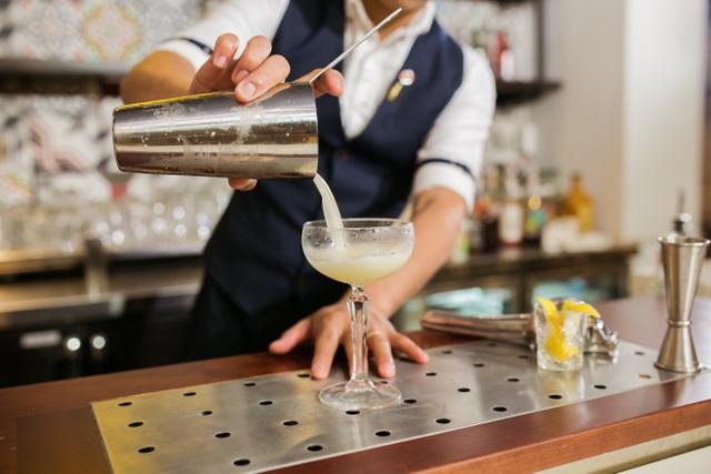 Bar trưởng nghiên cứu và cho ra mắt những món thức uống phù hợp với xu hướng.