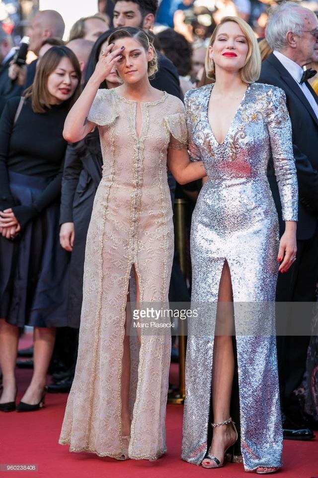 Kristen Stewart (trái) và Lea Seydoux