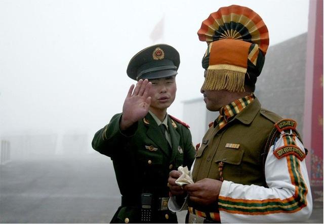Binh sĩ Trung Quốc - Ấn Độ làm nhiệm vụ tại biên giới (Ảnh: AFP)