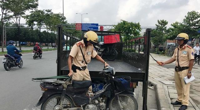 Công an quận 2, TPHCM đã vào cuộc điều tra làm rõ vụ trộm 3 xe máy xảy ra tại Đội CSGT Cát Lái.