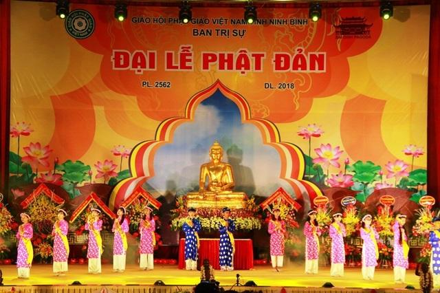 Linh thiêng lễ tắm Phật tại ngôi chùa lớn nhất Việt Nam - 1