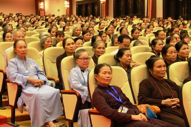 Hàng nghìn Tăng ni, Phật tử và người dân đến dự đại lễ cầu quốc thái dân an.