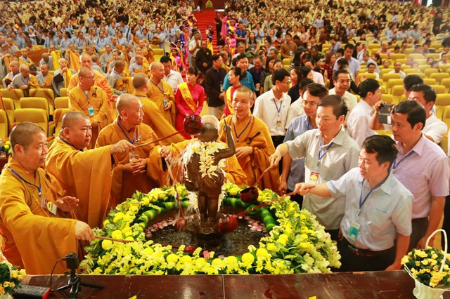 Linh thiêng lễ tắm Phật tại ngôi chùa lớn nhất Việt Nam - 8