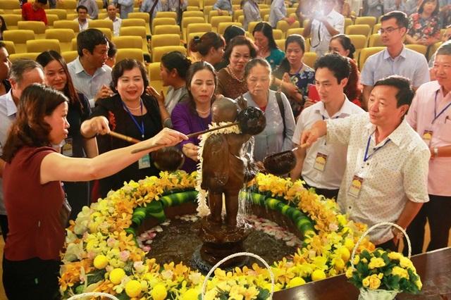 Linh thiêng lễ tắm Phật tại ngôi chùa lớn nhất Việt Nam - 9