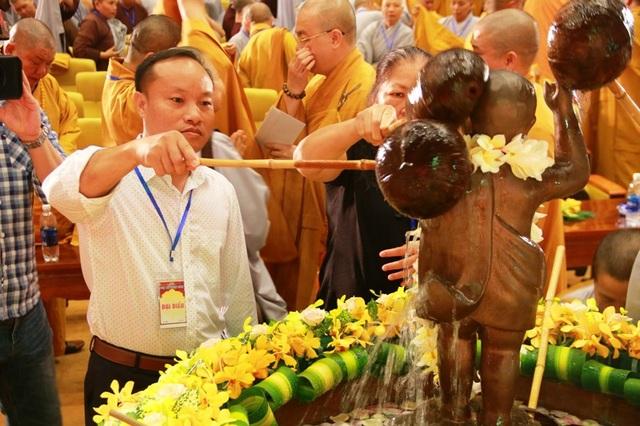 Linh thiêng lễ tắm Phật tại ngôi chùa lớn nhất Việt Nam - 11