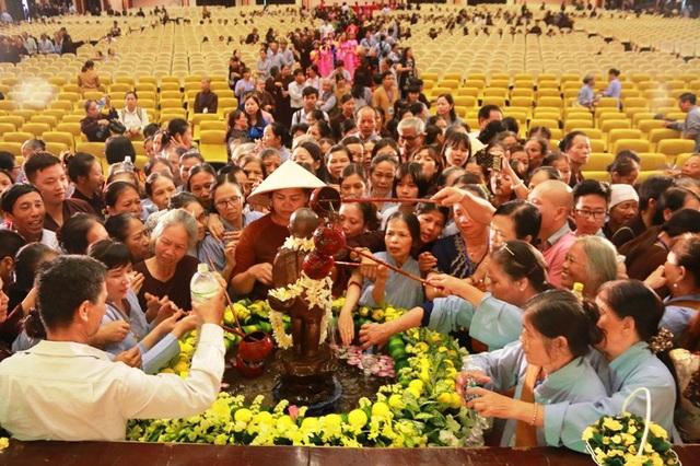 Linh thiêng lễ tắm Phật tại ngôi chùa lớn nhất Việt Nam - 10