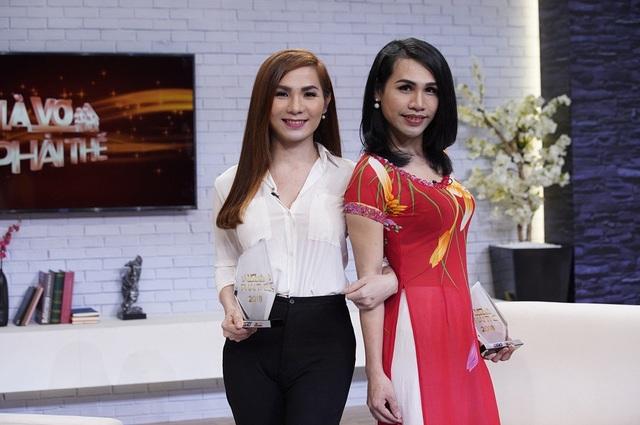 Cặp chị em bé Hai - bé Ba lần đầu tiên xuất hiện trên truyền hình để chia sẻ về quãng thời gian khó khăn trước kia khi mới bắt đầu chuyển giới.